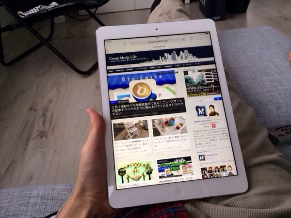 iPad Airリビングでブラウジング