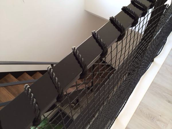 転落防止ネットのロープ