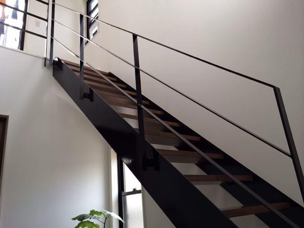 転落防止ネットを張る前 階段