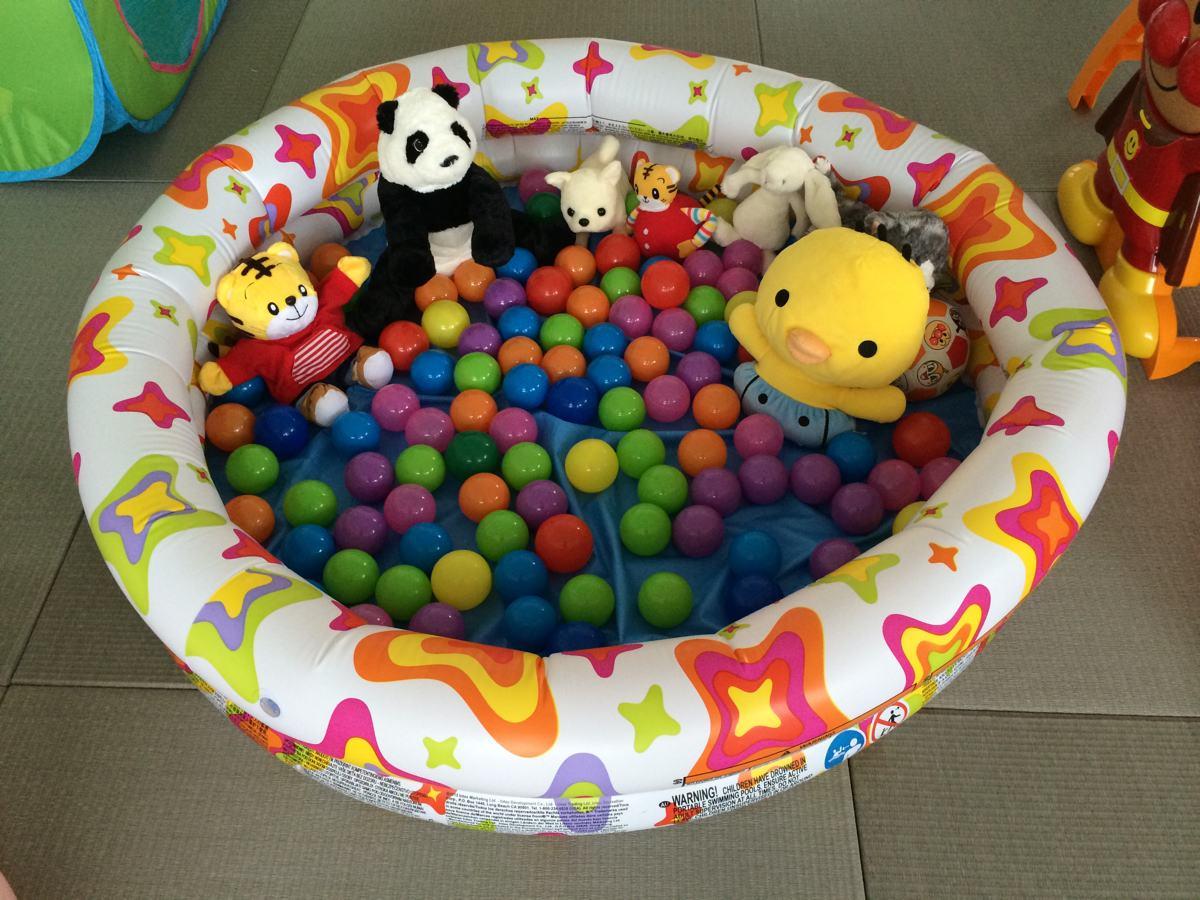 自宅で子供用ボールプールのプール