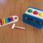 木琴は子供のおもちゃの鉄板だな。イマジナリウム木製2in1カラフルシロフォン&ボールたたきを買いました。