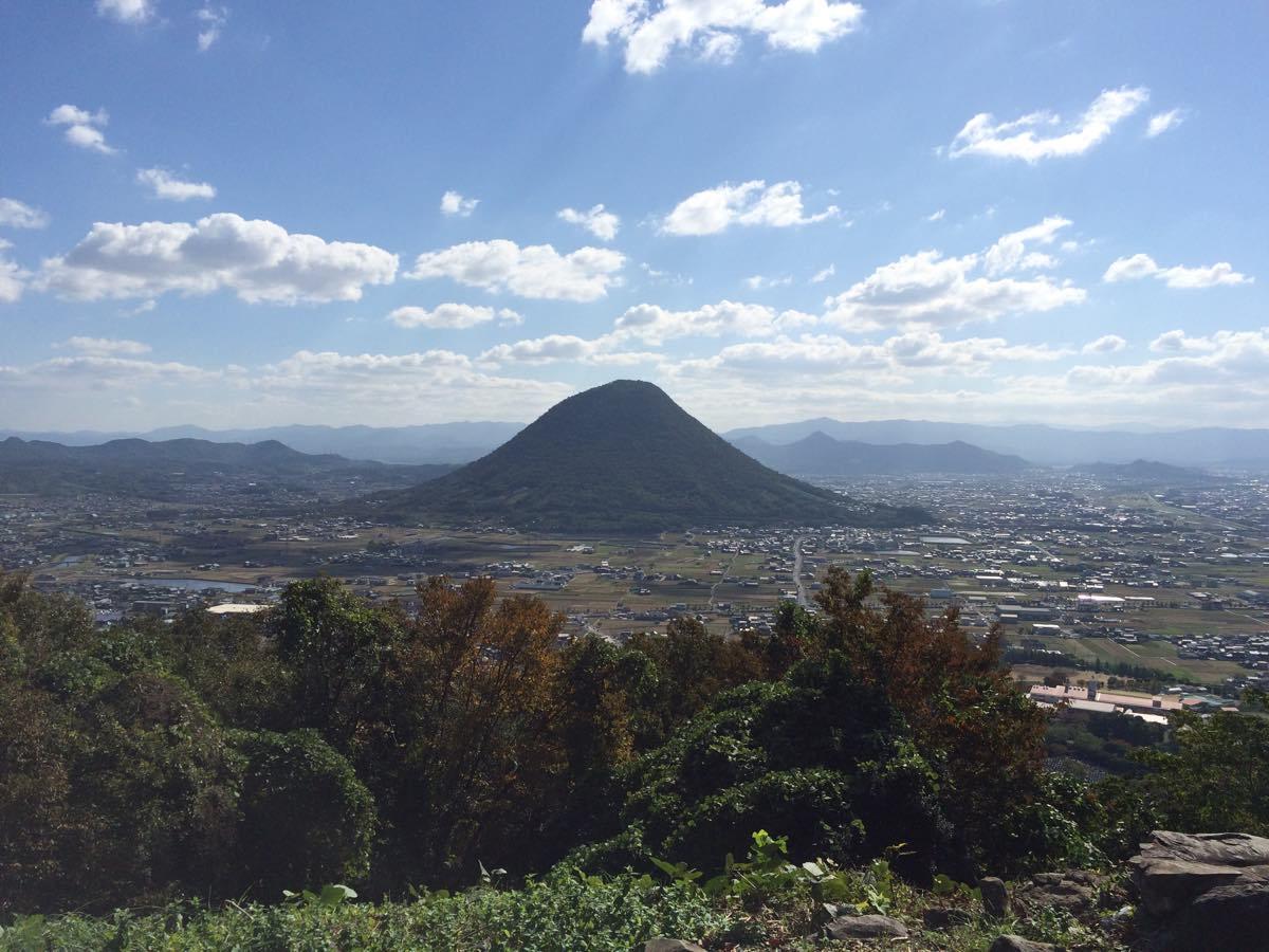 青の山から観れる讃岐富士こと飯野山