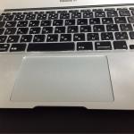 MacBookAirのトラックパッドの調子が悪くて、いろいろやってみたけど、結局トラックパッドのハード交換で治ったよ。