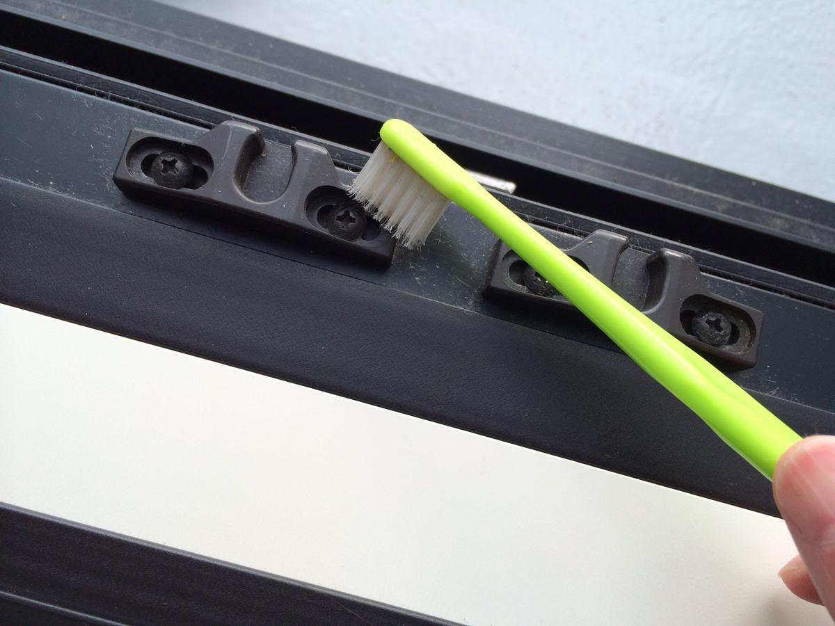 大掃除 歯ブラシで掃除