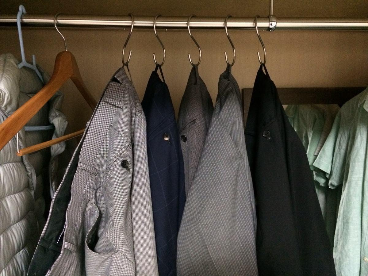 スーツのズボンの収納方法