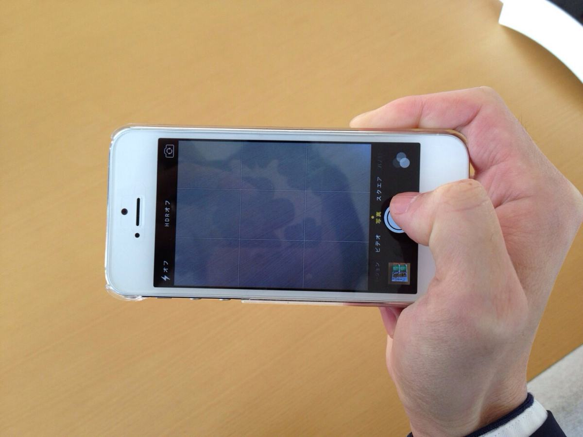 iPhone横向きカメラ撮影時のベストな持ち方