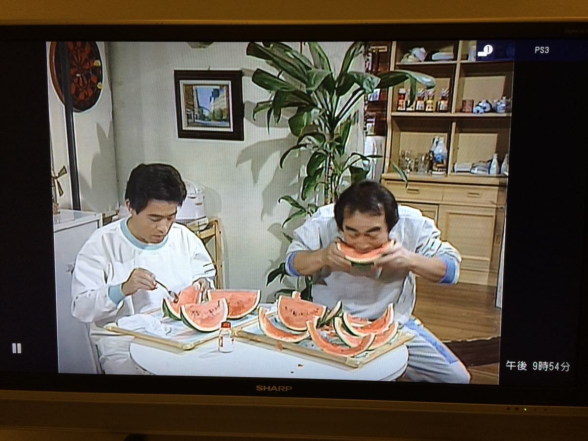 加トちゃんケンちゃんごきげんテレビのスイカを食べる志村けん