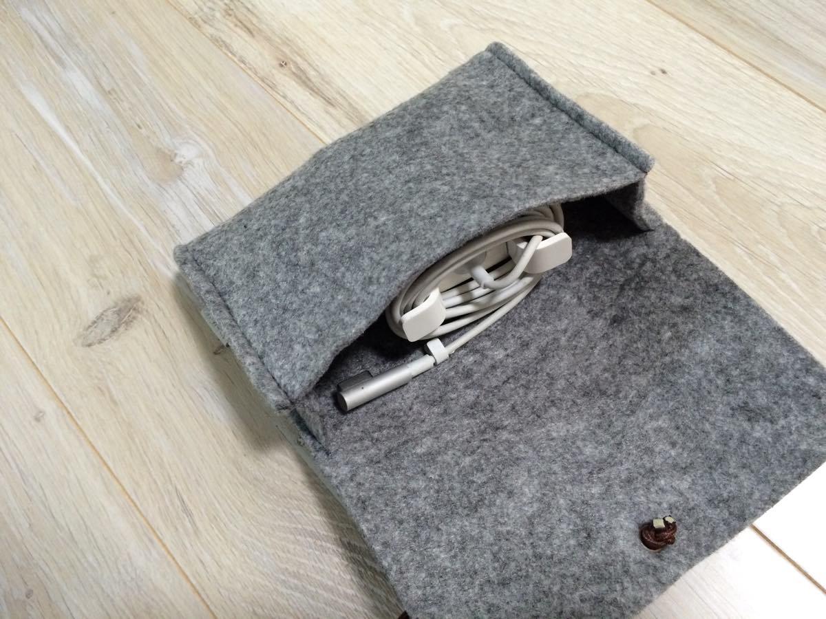 フェルト生地のMacBookAirケース inatec MP1100