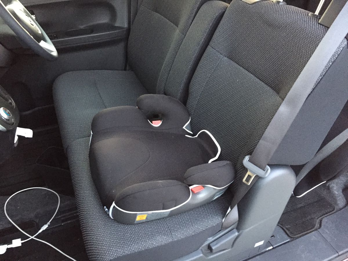 AILEBEBEの「サラットハイバックジュニアクワトロ」を車に取り付けたところ