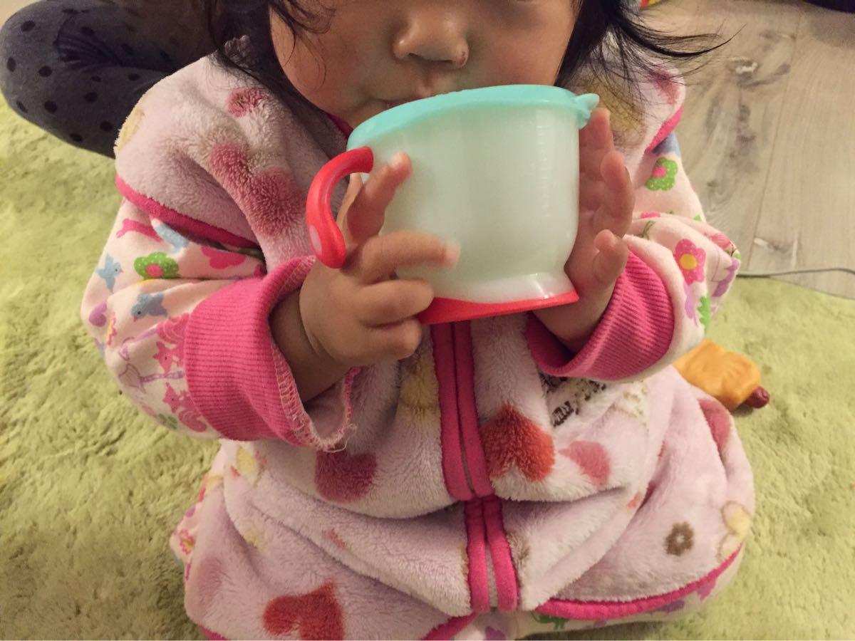 乳離れ直後の赤ちゃんのストロー飲み練習に最適なリッチェル(Richell)「アクリア コップでマグ ストロータイプ」