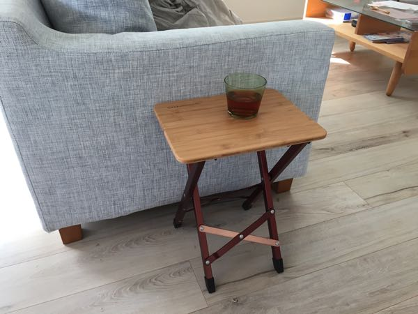 アウトドア、インドア両方で使える折りたたみ式サイドテーブルがいい感じ!(ピジョンピークス バンブーソリッドスツール)