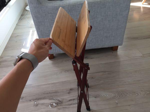 アウトドア、インドア両方で使える折りたたみ式サイドテーブル(ピジョンピークス バンブーソリッドスツール)
