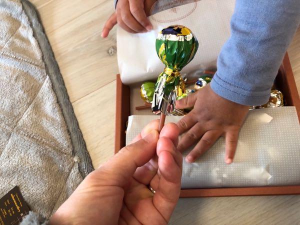 新大阪駅で子供向けお土産探し。道頓堀ボンボンタウン(棒付きチョコレート)が子供にも喜ばれたよ!