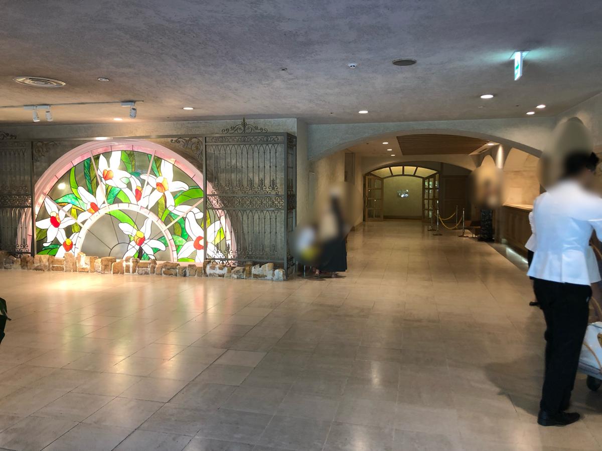 「アオアヲナルトリゾート」の玄関