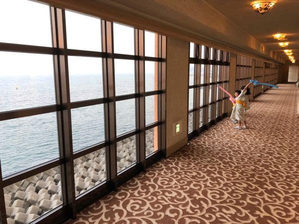 「アオアヲナルトリゾート」の廊下