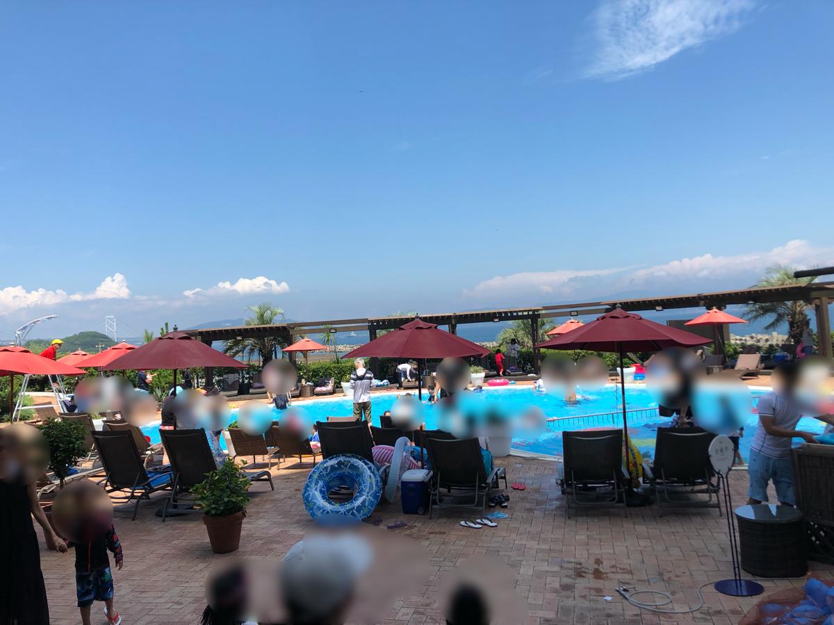 「アオアヲナルトリゾート」のプール風景