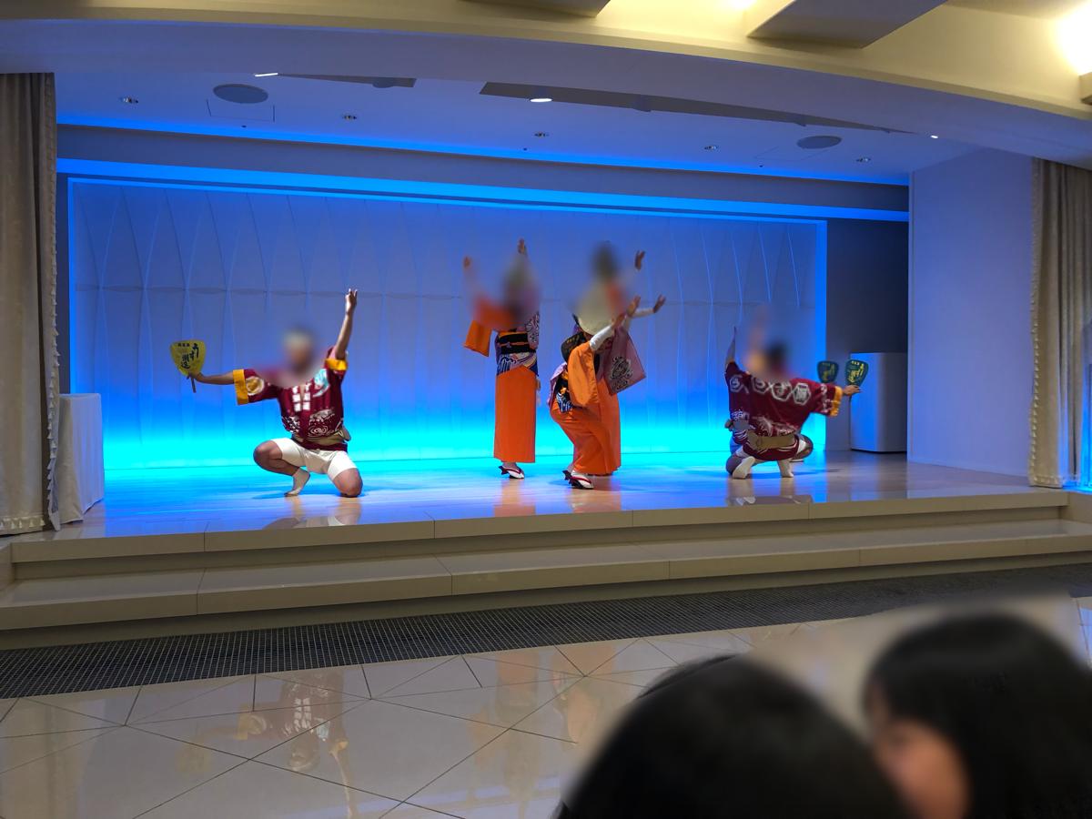 「アオアヲナルトリゾート」で行われているの阿波踊りショー