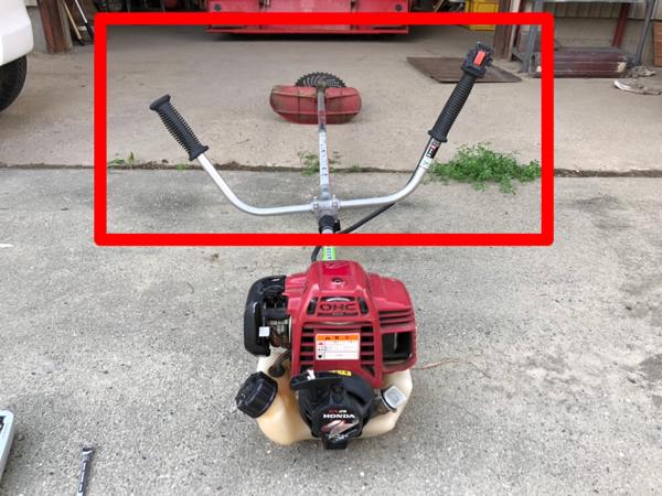 草刈機のハンドルの位置調整