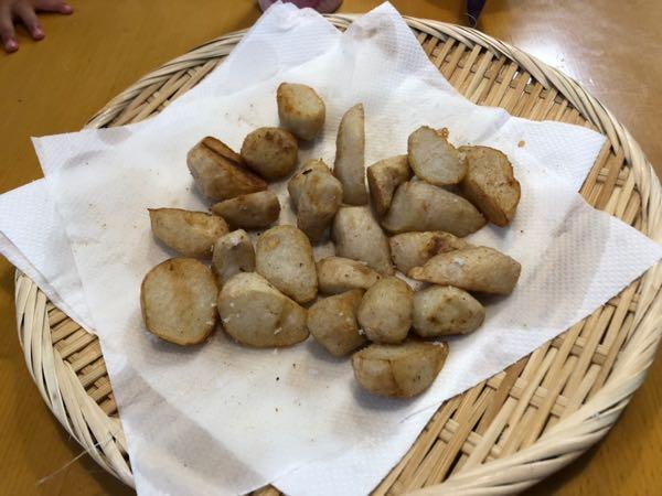 芋掘りで収穫した里芋の素揚げ