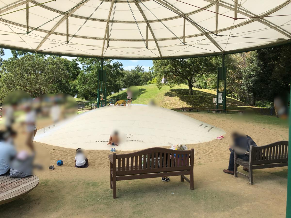 【香川】国営讃岐まんのう公園の大型トランポリン(ふわふわドーム)は本当に子供がよく遊ぶ