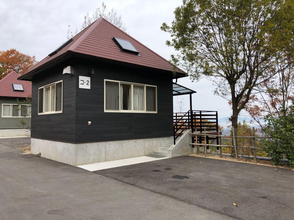 【岡山のキャンプ場」吉井竜天オートキャンプ場のコテージの外観