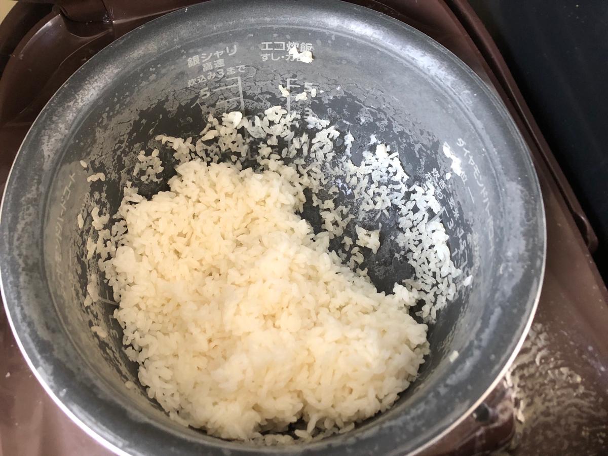 炊飯器のお釜のお米がこびり付いた様子